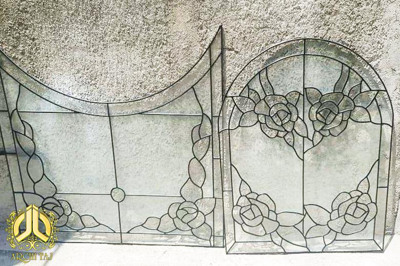ساخت و نصب شیشه های استیند گلس در ویلای دریا کنار